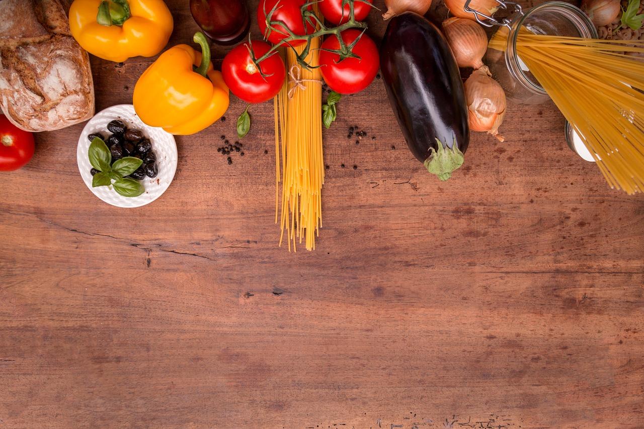 料理シーン、パスタ、野菜、まな板