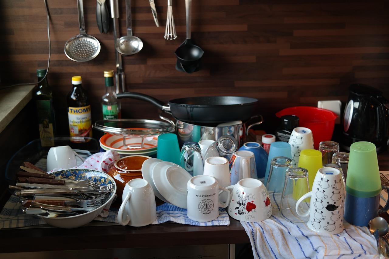 お皿、コップ、スプーン、フォーク、洗浄後